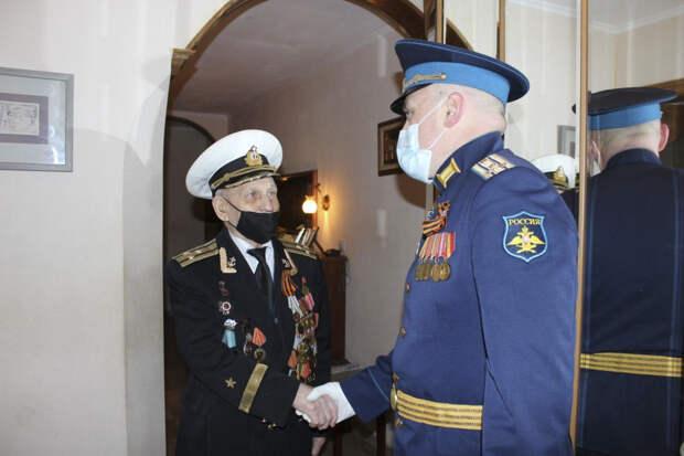 В подмосковном Краснознаменске в День Победы военнослужащие 15-й армии ВКС ОсН чествовали ветеранов Великой Отечественной войны