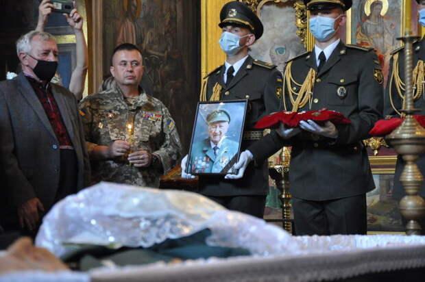 Рафик не виноват: соратники бросились отмазывать Зеленского от почестей гитлеровцу.