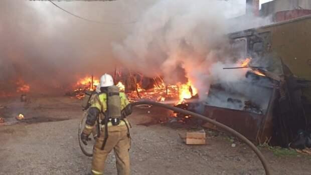 МЧС сообщило об увеличении площади пожара в Подольске