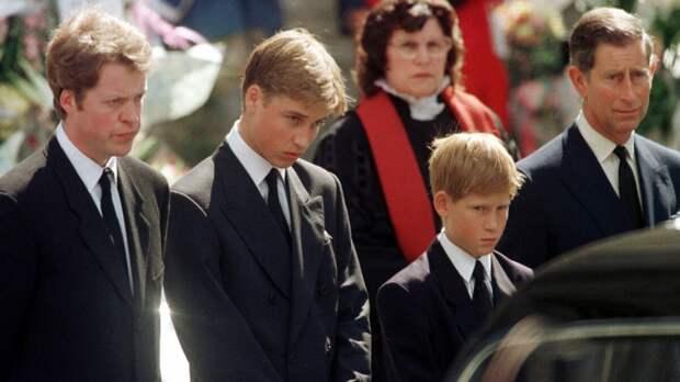 """Принцесса Диана была бы """"убита горем"""", увидев, как Гарри """"разрушает семью"""", говорит Пол Баррелл"""