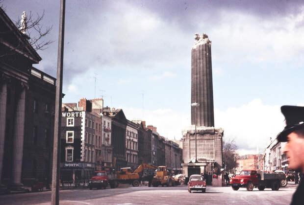 1966 Mach 8 Nelsons Pillar on OConnell Street Dublin.jpg