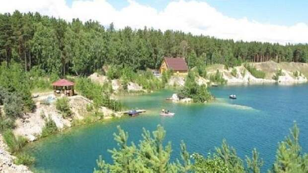 Туристическую базу за 22 млн рублей продают в Караканском бору Новосибирской области