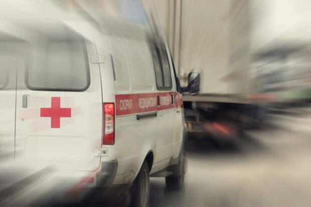 В Москве скорая сбила двух человек на пешеходном переходе