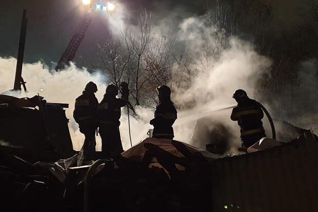 Здание на реконструкции загорелось в центре Москвы