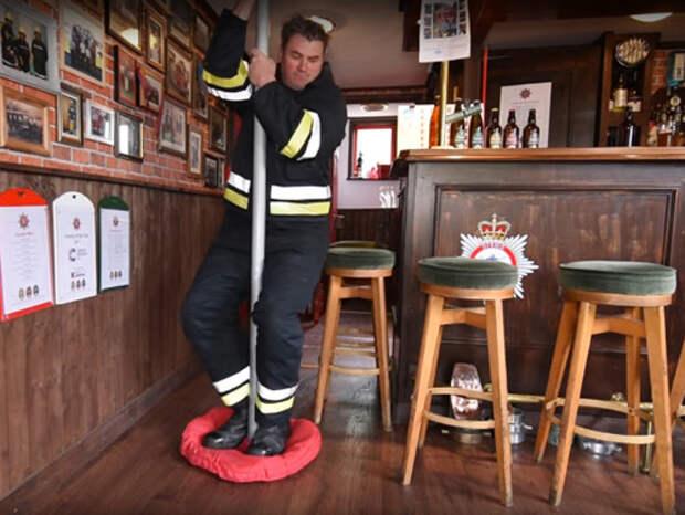Коллекционер построил миниатюрную пожарную часть у себя во дворе Кевин Фрэнсис, коллекционер, люди, миниатюра, пожарная часть, пожарный, своими руками, сделай сам
