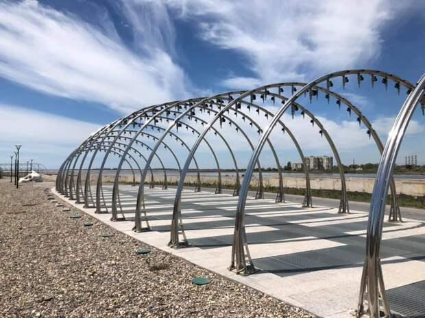 В Саках торжественно открыли набережную лечебного озера