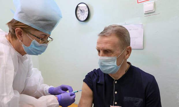 Вологжанам рекомендуют привиться от коронавируса накануне сезона отпусков