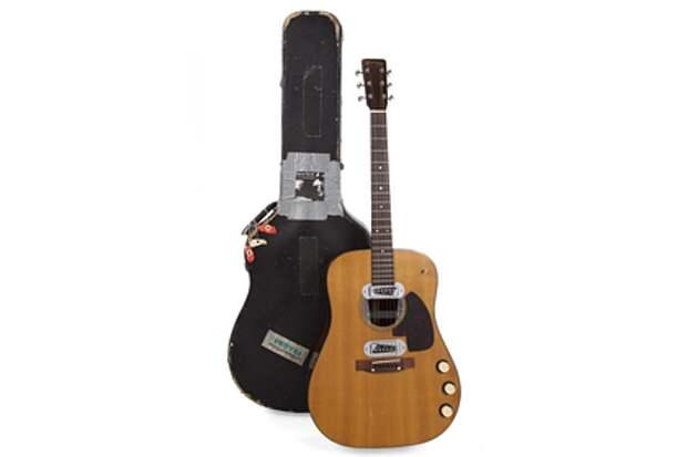 Гитару Курта Кобейна продали на аукционе за рекордную сумму