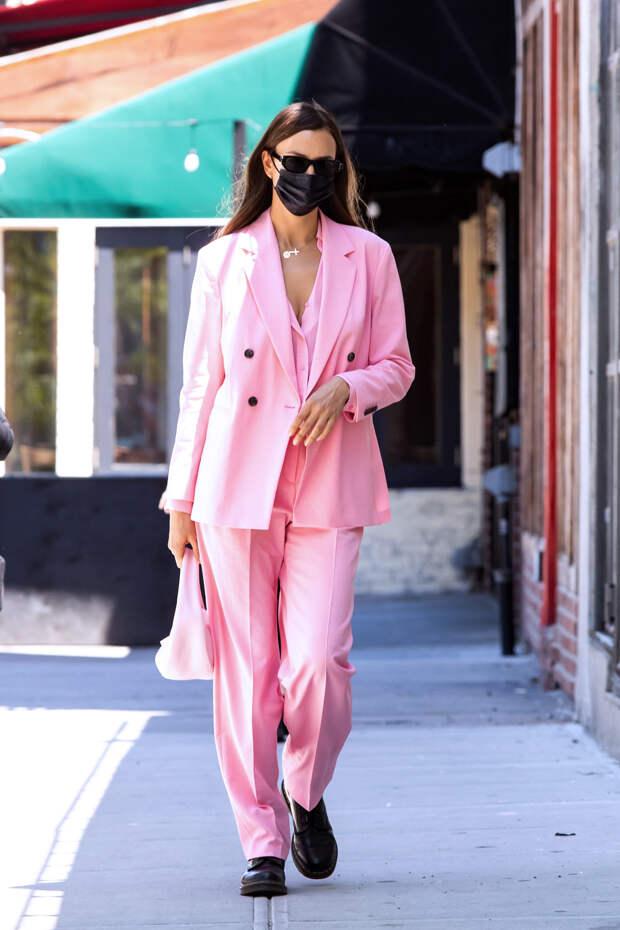 В эти выходные идем на прогулку в розовом тотал-лук...