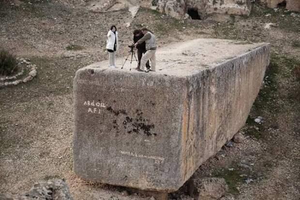 Древние строители заставляли камни летать?