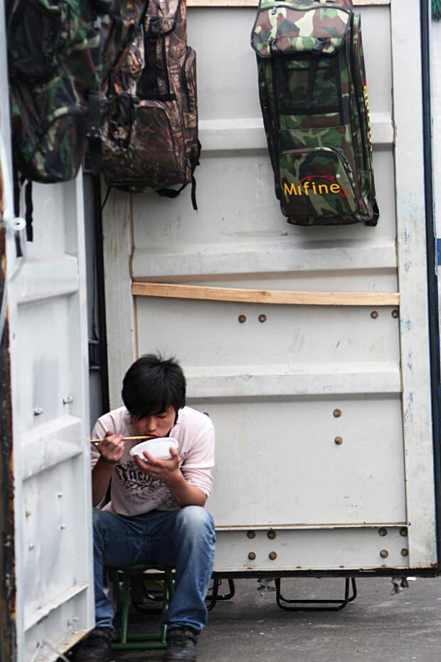Черкизовский рынок – черная дыра 1990-х, где торговали оружием и прятали людей (ФОТО)