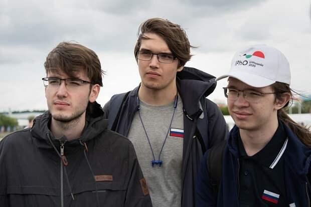 """""""Прорешал задания олимпиад за 50 лет"""": Российские школьники рассказали, как им удалось взять пять медалей по физике"""