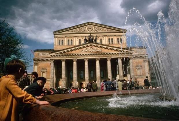 В сквере у Большого театра дин конгер, фото, фотограф