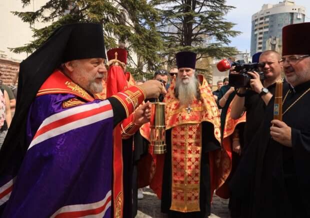 Благодатный огонь из Иерусалима привезли в Крым