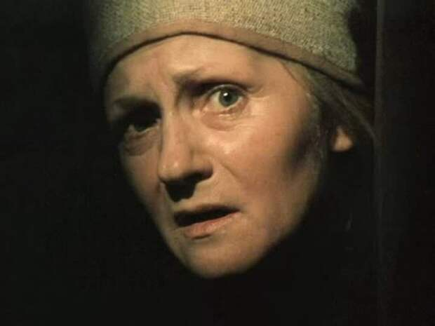Клара Румянова в фильме *Мертвые души*, 1984 | Фото: kino-teatr.ru