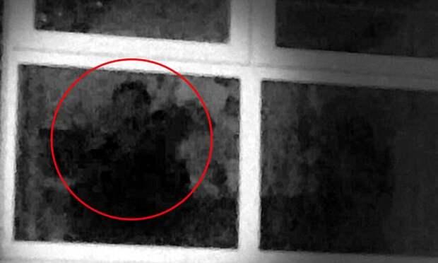 Жительница Манчестера уверена, что уже 13 лет ее пугает живущий в ее доме призрак