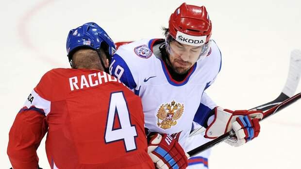 Уложил троих за несколько секунд, четвертому разбил голову. Как русских хоккеист Артюхин разбирался с чехами на ЧМ