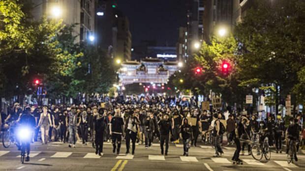 Русские встали на защиту Америки: За ночь собрались сотни добровольцев