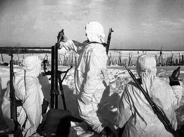 Советский солдат против немецкого военного катера