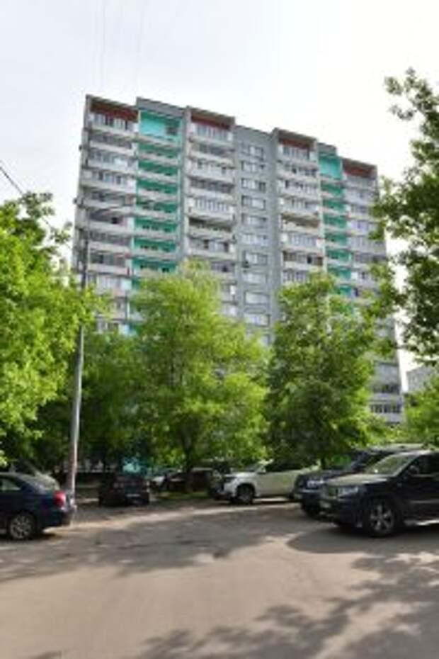 На 11-м этаже отремонтировали окно// Д.Афанасьев