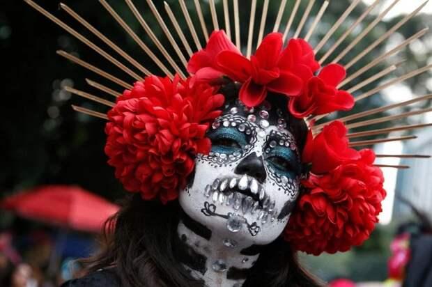 Ходячие мертвецы: в Мексике прошел традиционный парад в честь Дня мертвых