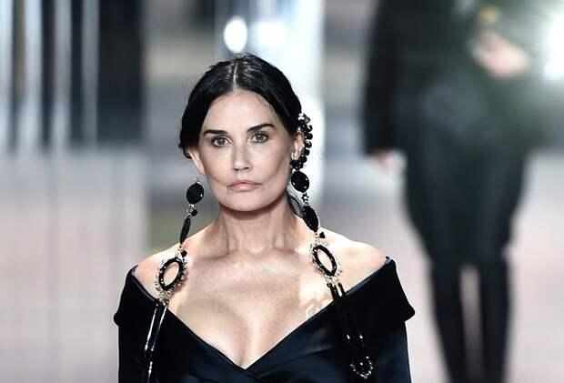 Привычка меняться: Деми Мур шокировала поклонников изменениями во внешности