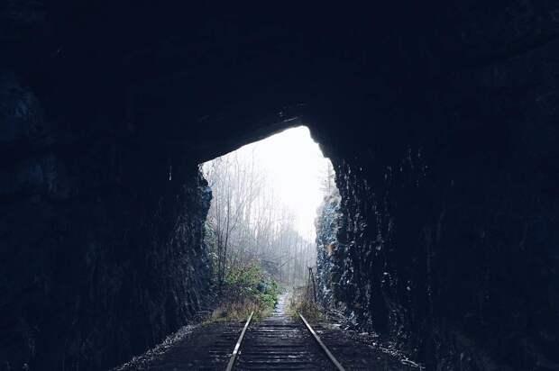 Грузовик-призрак и мчащийся поезд: 5 мистических историй