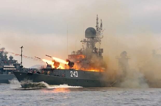«Русские должны потопить его»: британцы высмеяли свой флот и фрегат в Чёрном море