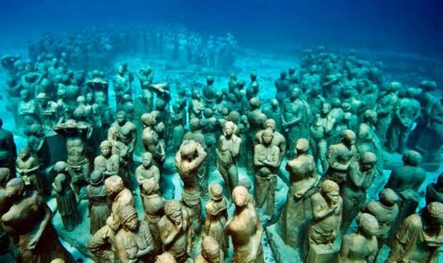 Подводный музей в Мексике.