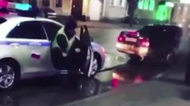 Видео: дрифтер сбегал от полицейских, сшибая с ног прохожих