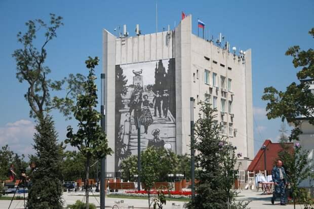 Торец дома правительства Севастополя вписали в Матросский бульвар
