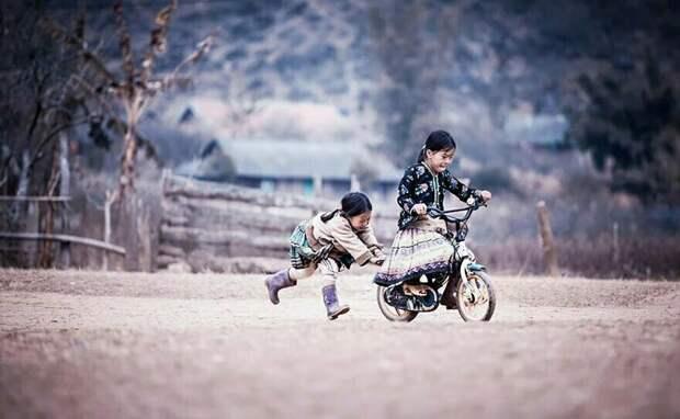 15 фотографий о том, как выглядит детство в разных странах мира