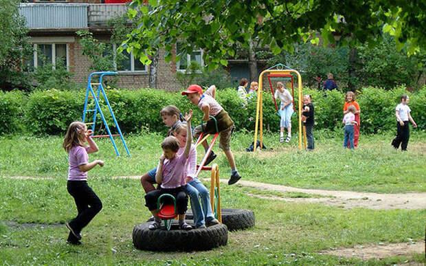 90-е вспоминаются в нынешней России не иначе как кошмары перенесенной болезни