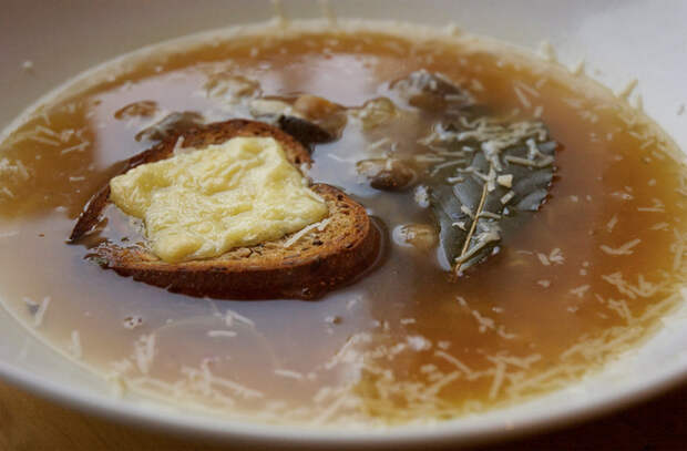 Кладем в еду чеснок: закуски, суп и горячее стали вкуснее