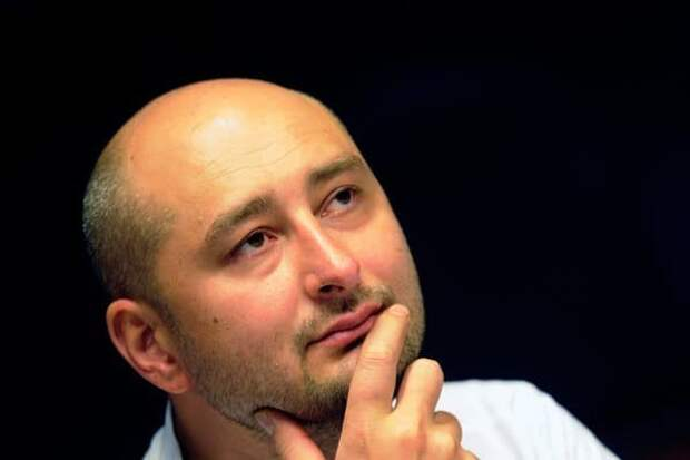 """Беглый Бабченко предложил """"распять"""" его в трусиках на рекламном щите"""