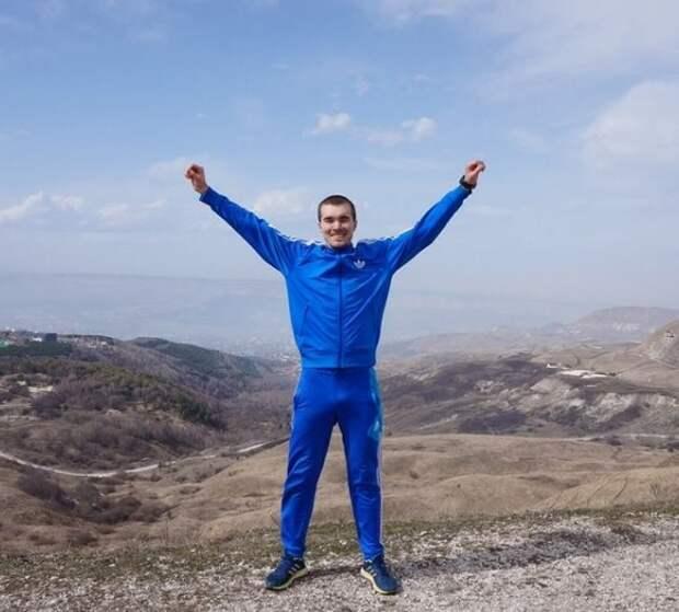 Он год бежал из Петербурга до Владивостока и теперь должен почти миллион. История инженера Максима Егорова