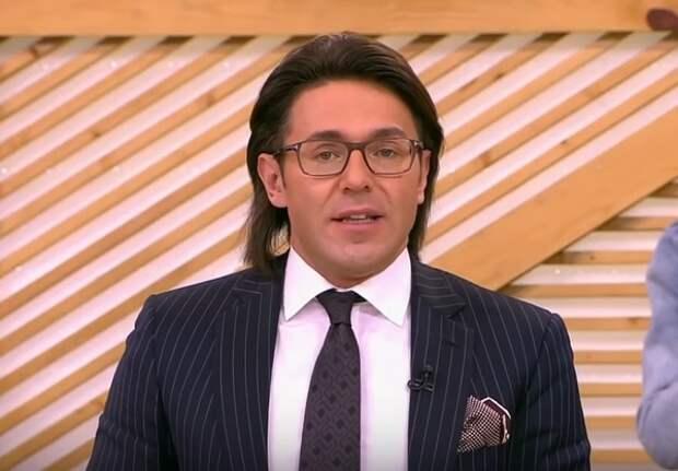 Андрей Малахов сильно нервничал во время записи телешоу  и плеснул водой в лицо коллеге
