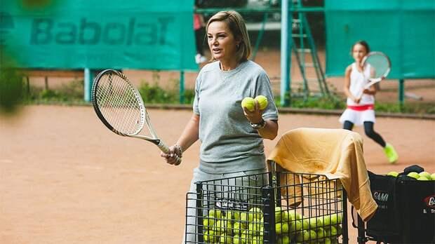 Мама топ-теннисиста избивает своих учениц: подробности