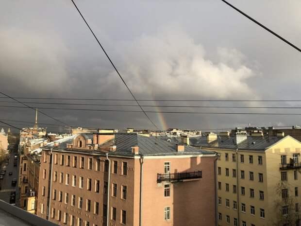 После дождливого дня на петербургском небе — двойная радуга. Хорошее завершение пасмурной недели