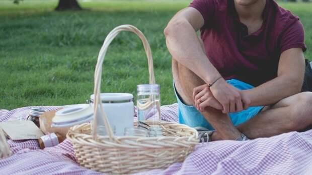 Врач перечислил продукты, которые опасно брать на пикник