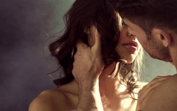Учёные рассказали, почему целоваться – это полезно