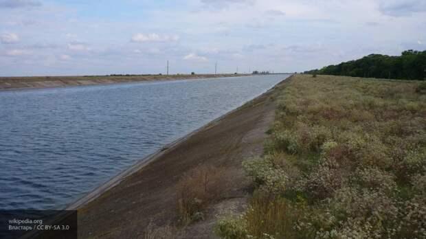 Дамба Северо-Крымского канала разрушается и понемногу пропускает воду