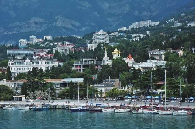 Через неделю крымские гостиницы и санатории начнут принимать отдыхающих