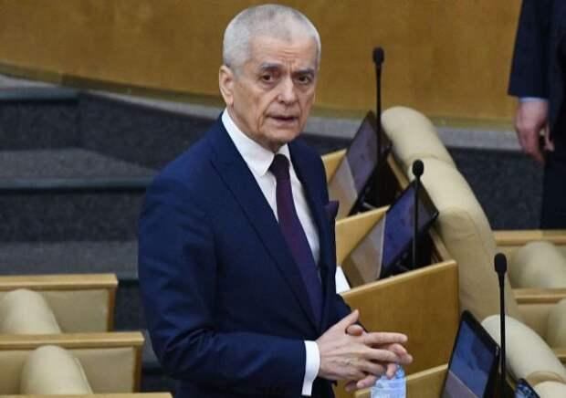 Онищенко раскритиковал Малышеву за слова о бесполезности масок