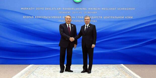 Мирзиеев и Назарбаев провели переговоры в рамках саммита лидеров Центральной Азии