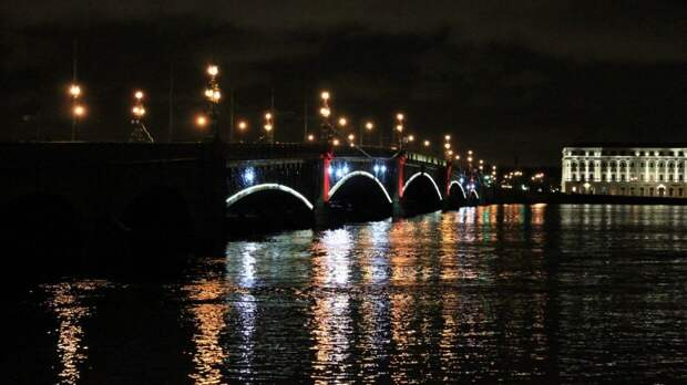 Аналитики предсказали наплыв туристов в Петербург на длинные майские праздники