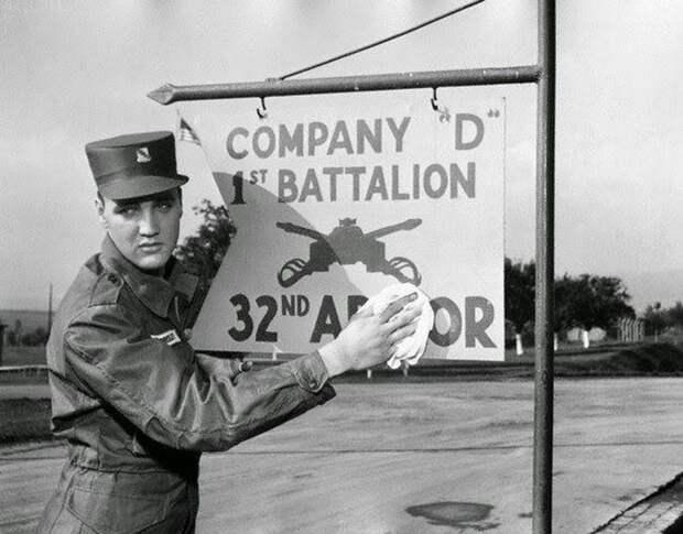 Элвис на службе в армии.