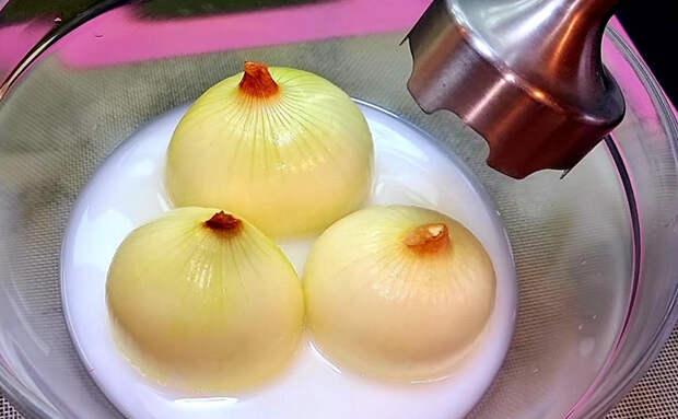 Смешали 3 луковицы и стакан молока: моментальные слоеные лепешки едим вместо хлеба