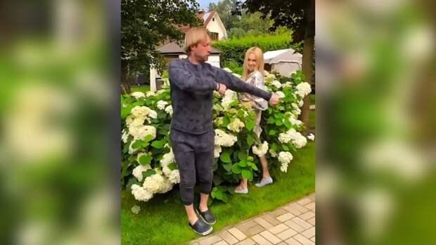 Плющенко исполнил лезгинку в новом видео Рудковской: видео
