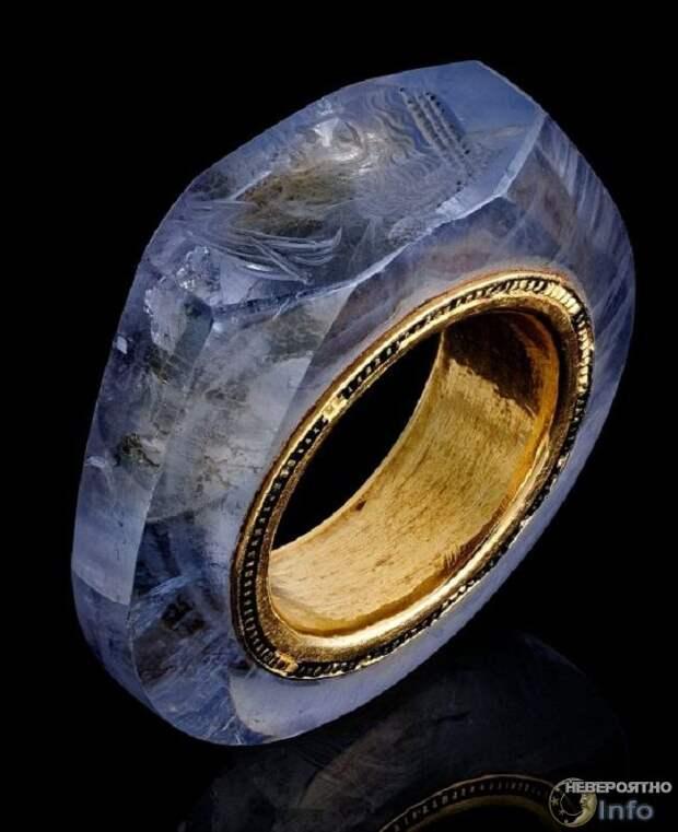 Портрет на сапфировом кольце: невероятная технология две тысячи лет назад